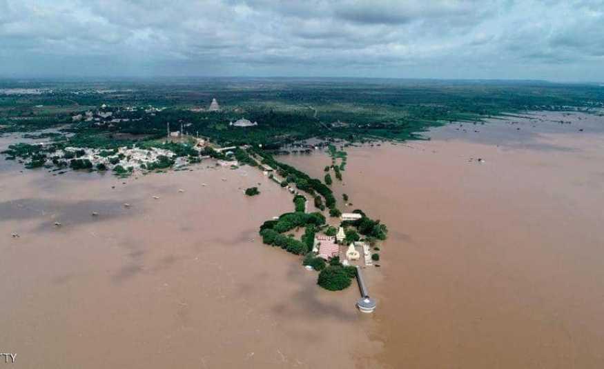 الفيضانات تودي بحياة أكثر من 270 شخصاً في الهند
