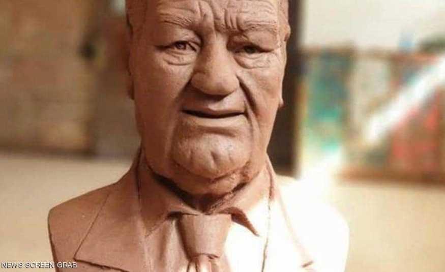 تمثال حسن حسني يتصدّر التغريدات على
