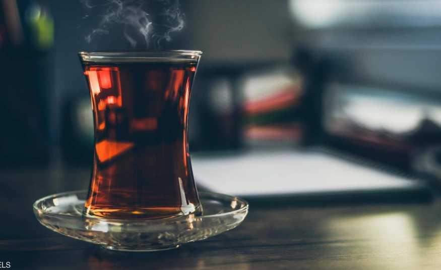 ماذا يفعل كوب الشاي بدماغ الإنسان؟
