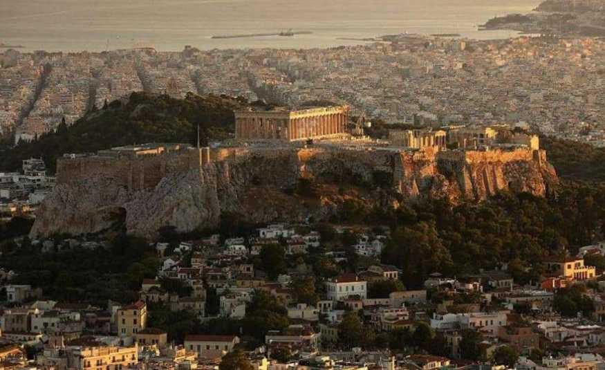 رعب في شوارع أثينا بعد زلزال قوي.. وانقطاع الإتصالات
