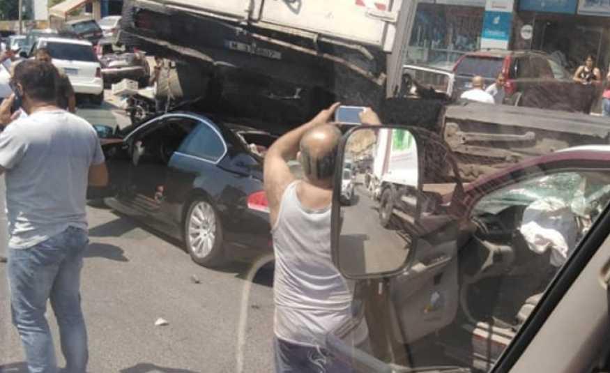 بالفيديو والصور.. حادث مروع على اوتوستراد المتن السريع