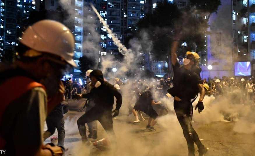 مواجهات في مطار هونغ كونغ.. وترامب يخشى وقوع ضحايا