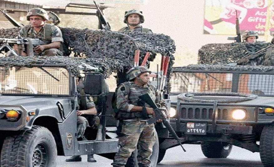 الجيش يداهم حي آل المقداد في الرويس