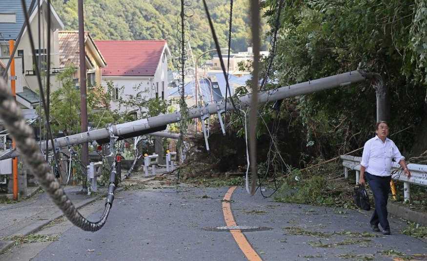 إعصار عنيف يضرب اليابان.. وانقطاع التيار الكهربائي
