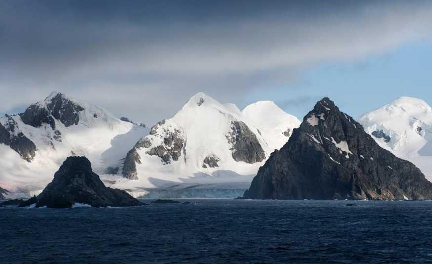 ألاسكا الباردة تلتهب.. وخبير مناخ يحذر!