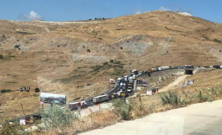 بالصورة.. حادث سير على طريق ضهر البيدر والزحمة خانقة