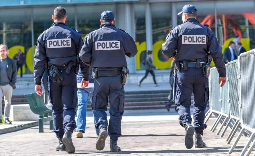 رجل يحاول اقتحام مسجد في فرنسا.. ولا إصابات