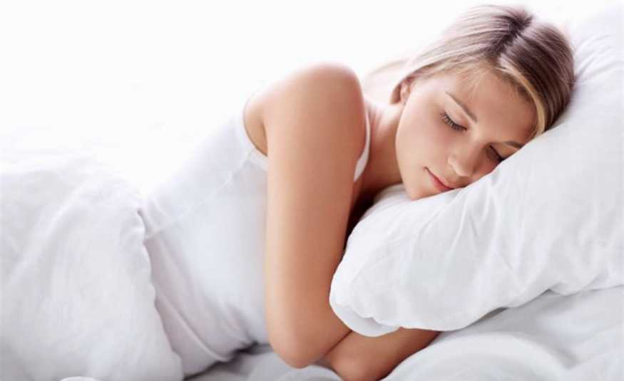 كيف يؤثّر التفكير الإيجابي على النوم؟